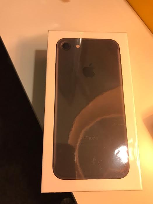 Apple iPhone 7 Plus (Latest Model) - 256GB - (unlo
